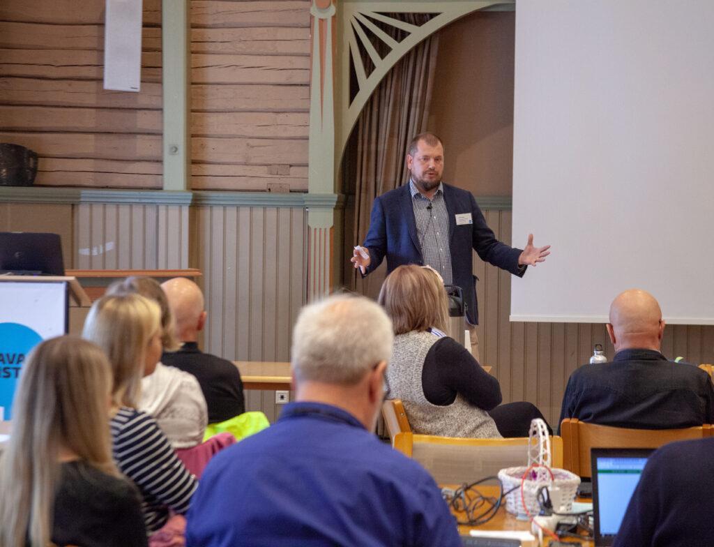 Kuva tulevaisuudentutkimuksen seminaarista Otavan Opistolla